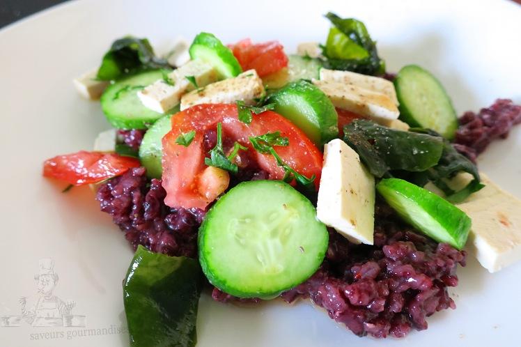 Salade tofu, riz noir, tomate, concombre, wakamé  1.JPG