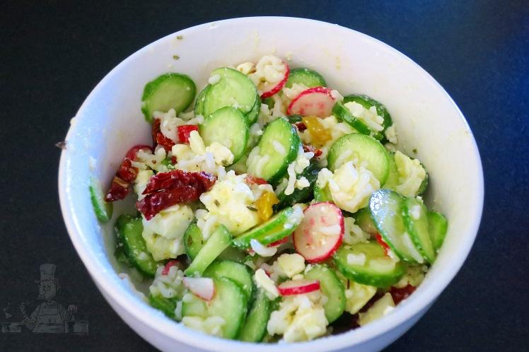 Salade féta, concombre, radis, légumes du soleil 1.JPG