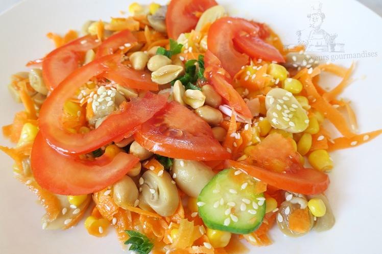 Salade mais, carotte, tomate, champignons 1