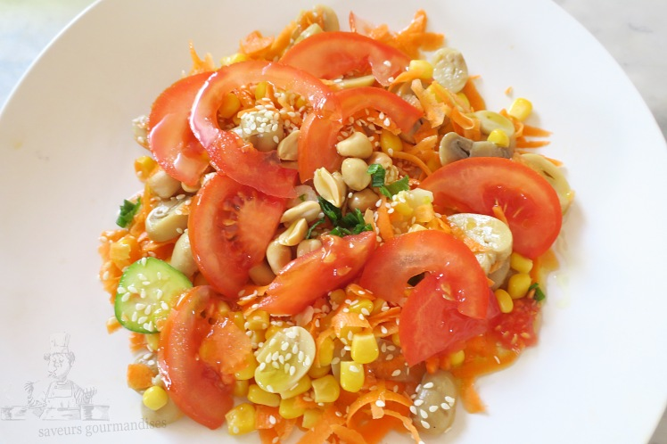 Salade mais, carotte, tomate, champignons 2