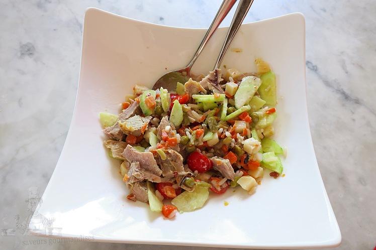 Salade de riz au tomate, macédoine de légumes, concombre et dinde
