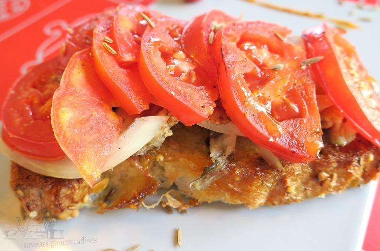Tartine sardine, tomate, oignon 2