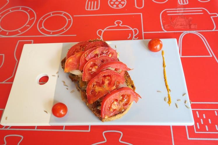 Tartine sardine, tomate, oignon