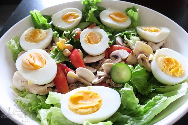 salade de pois chiche, tomate, champignon, oeuf 2