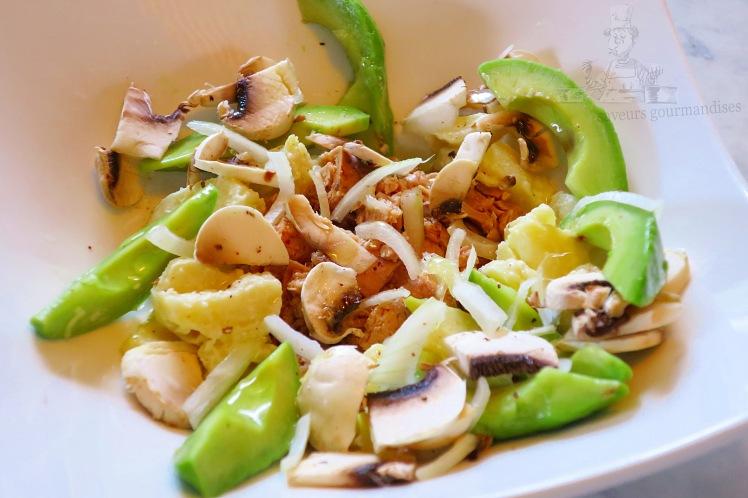 Salade aux champignons, thon, avocat et pomme de terre 1