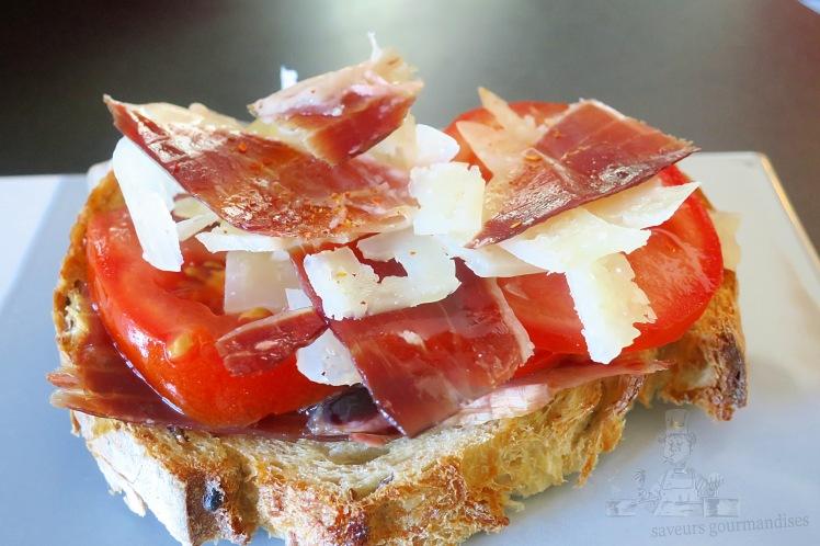 Tartine ibérique (jambon Pata Negra, Manchego, tomate) 1