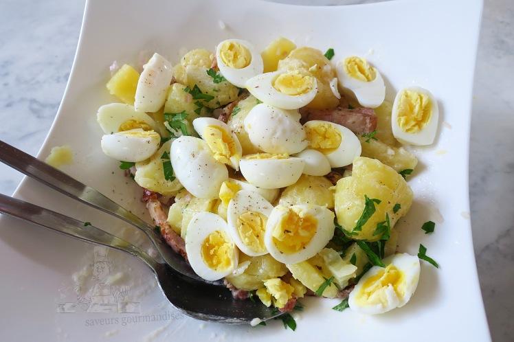 Salade de pommes de terre aux lardons fumés et œufs de caille