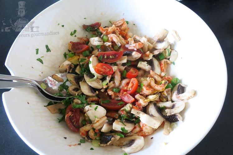 Salade aux champignons, écrevisses et tomates