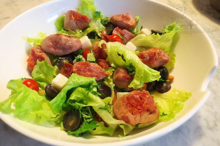 Salade aux sot-ly-laisse, tomates cerises, fromage de chèvre et raisins noirs 1