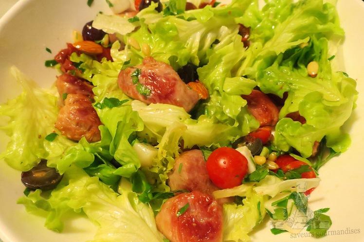 Salade aux sot-ly-laisse, tomates cerises, fromage de chèvre et raisins noirs 3