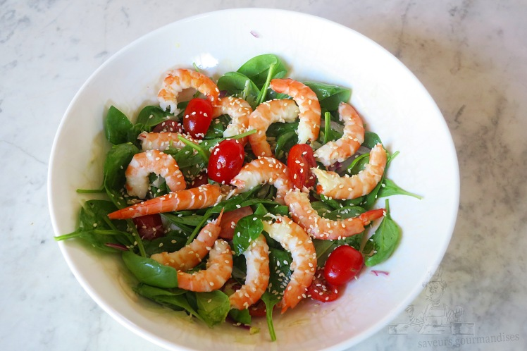 Salade de pousse d_épinard aux crevettes, fenouil, et tomate